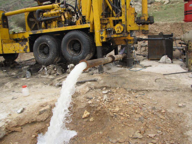 حفرچاه عمیق و ساخت ساختمان مربوطه